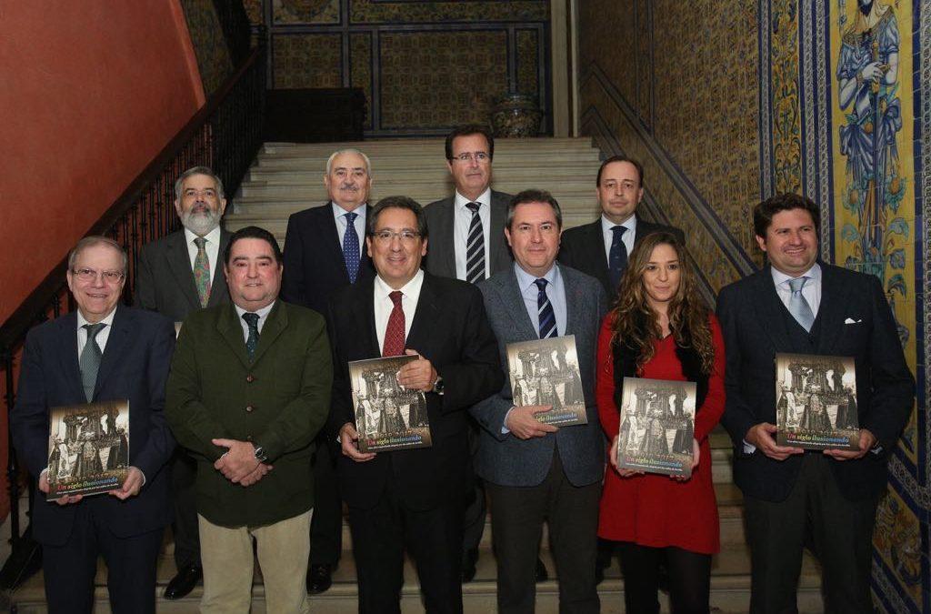 Presentación del libro 'Un siglo ilusionando' en la Fundación Cajasol