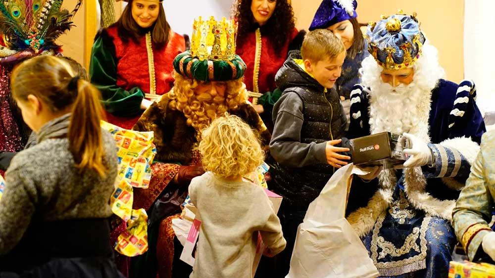 La visita de los Reyes Magos, inmejorable epílogo a los Gozos de la Fundación Cajasol en Cádiz
