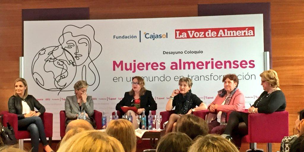 Debate sobre el papel de las mujeres en la transformación social