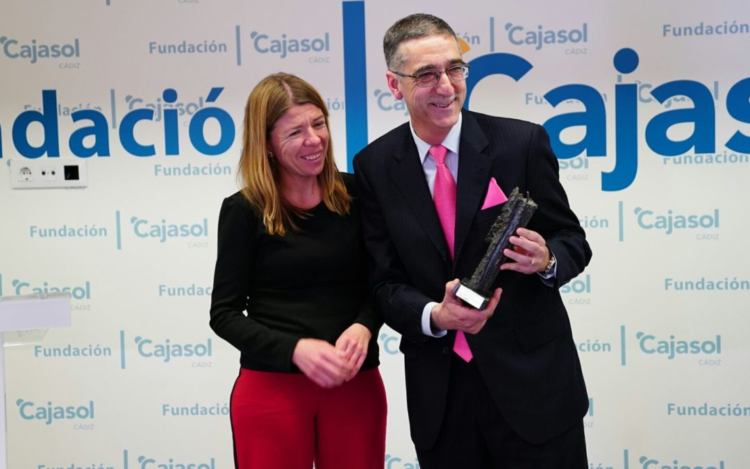La Fundación Cajasol reconoce a Juan Manzorro con el I Premio Gota a Gota de Pasión en Cádiz