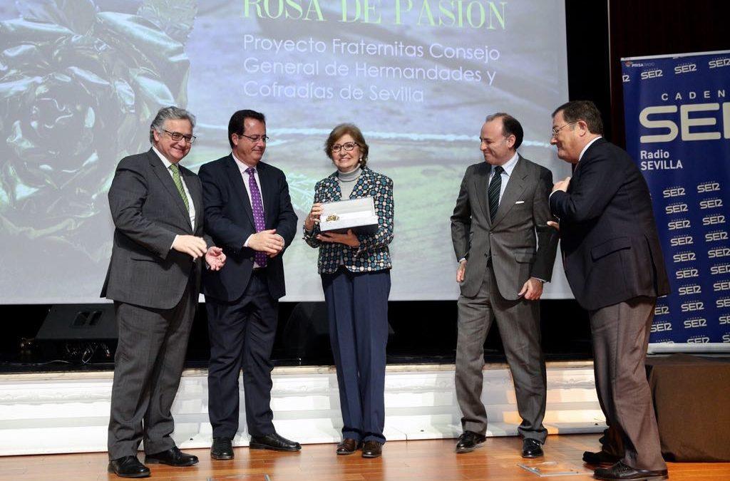 Radio Sevilla entrega su Rosa de Pasión 2018 al Proyecto Fratérnitas del Consejo de Cofradías
