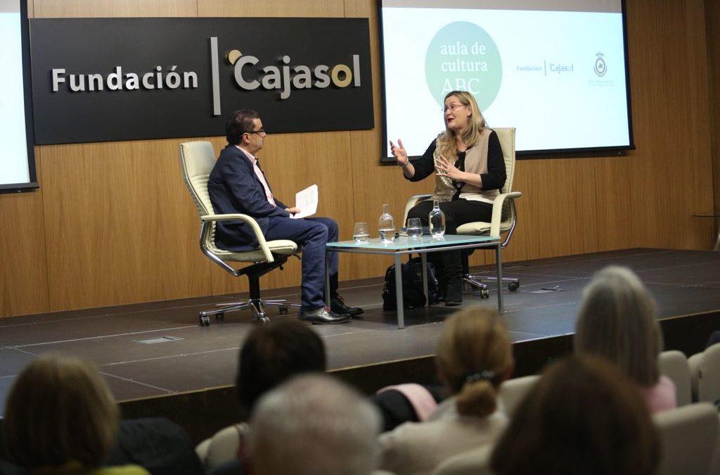 Luz Gabás, en el Aula de Cultura de ABC en Sevilla