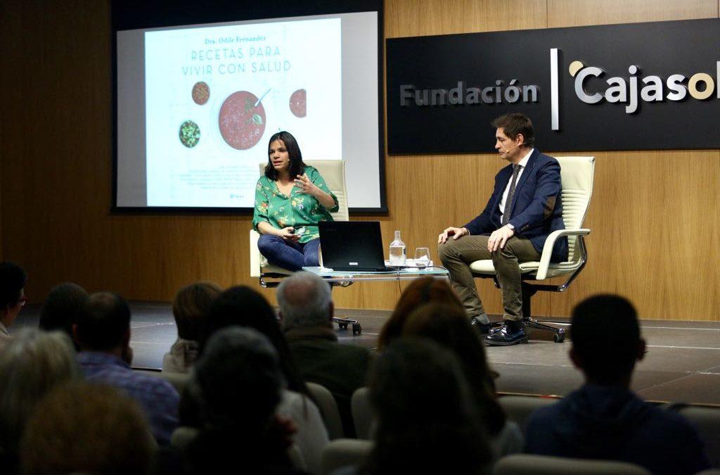 Presentación del libro 'Recetas para vivir con salud' de Odile Fernández, en la Fundación Cajasol