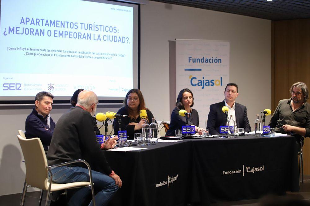 Debate sobre los apartamentos turísticos en Córdoba desde la Fundación Cajasol