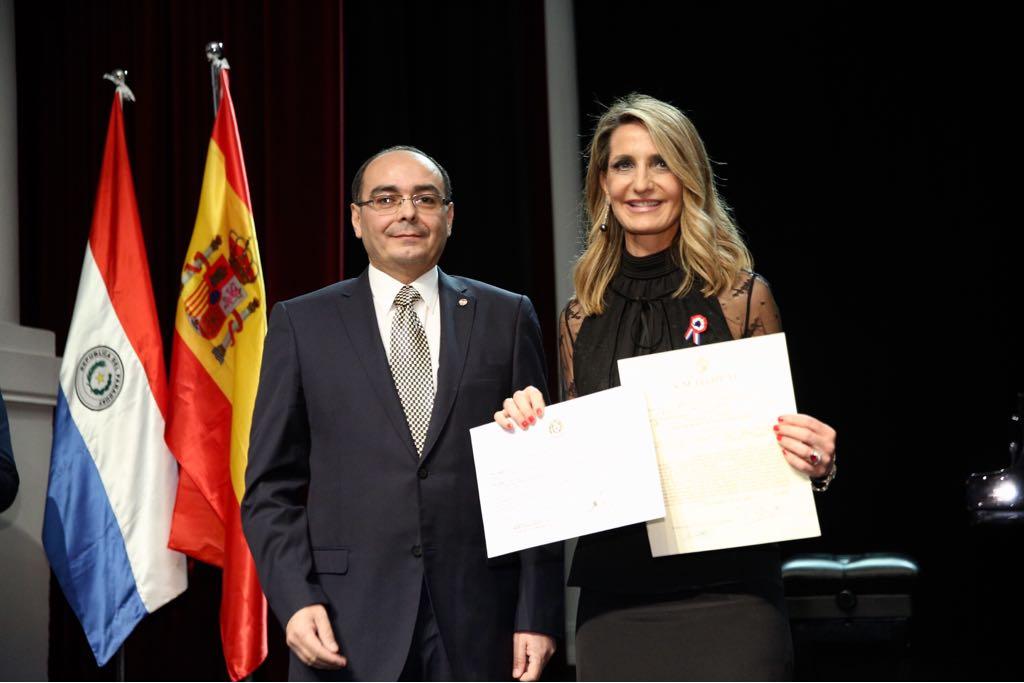 Isabel Sáenz de la Fuente recibe su acreditación como cónsul honoraria del Paraguay en Sevilla