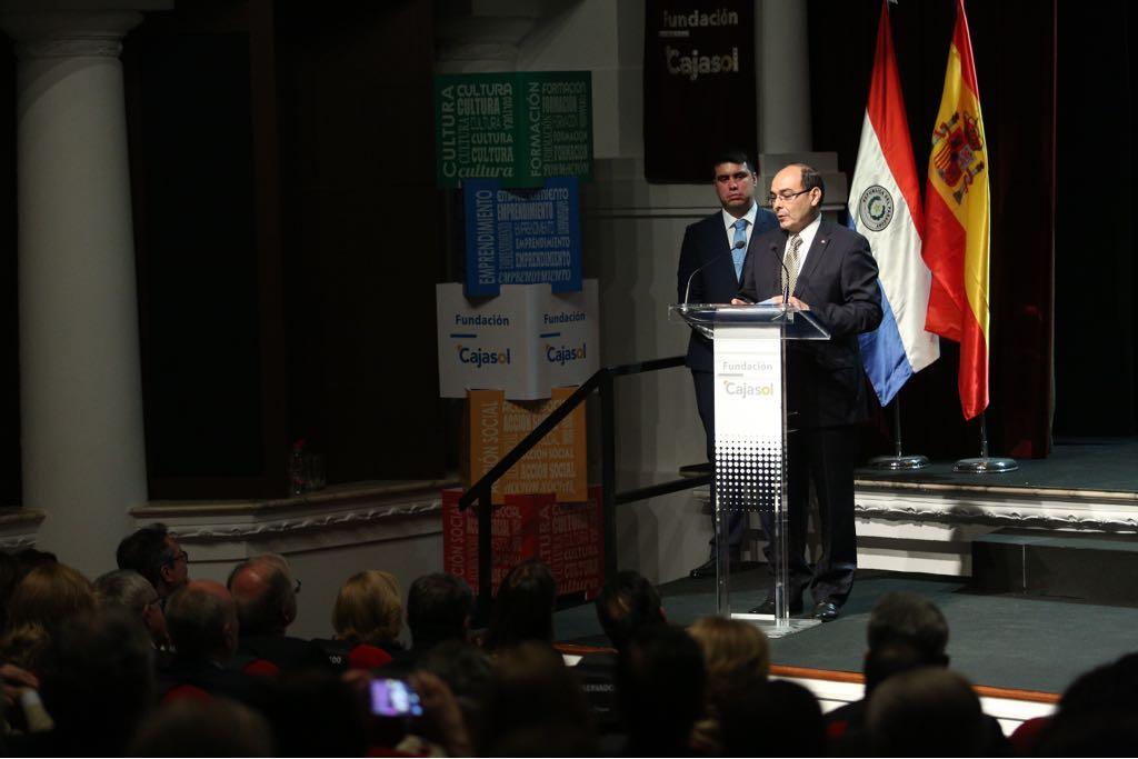 El Embajador del Paraguay en España, Antonio Rivas, en la Fundación Cajasol
