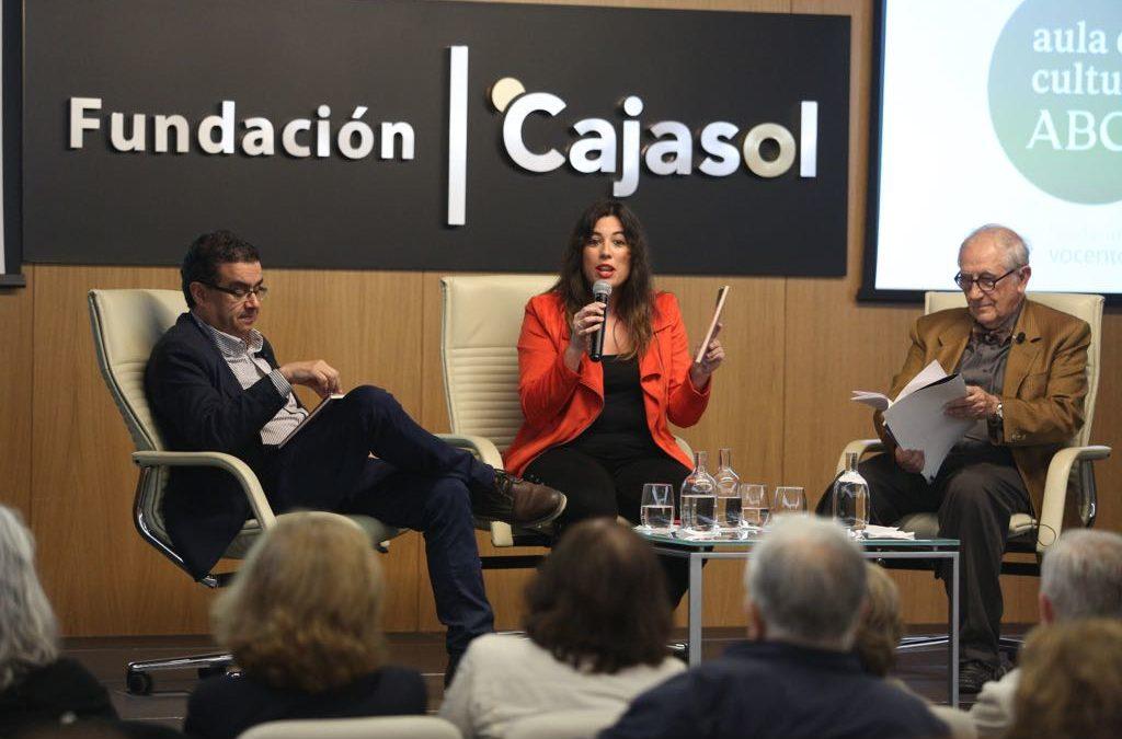 Inocencio Arias y Victoria Ash en el Aula de Cultura de ABC con la poesía como protagonista