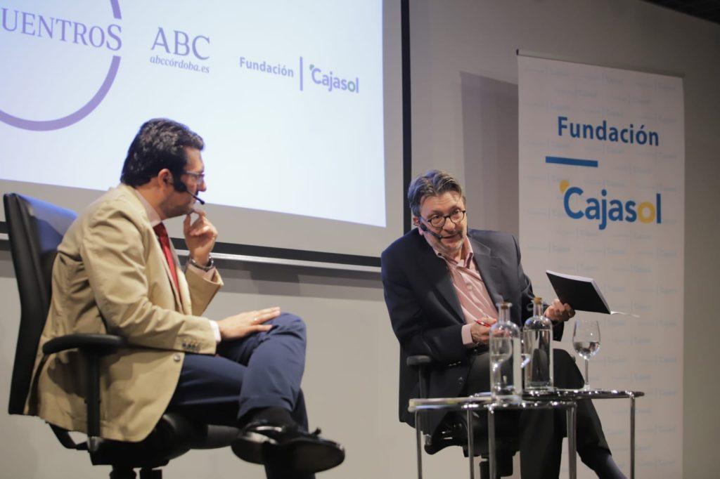 Francisco J. Poyato e Ignacio Camacho en la sede de la Fundación Cajasol en Córdoba