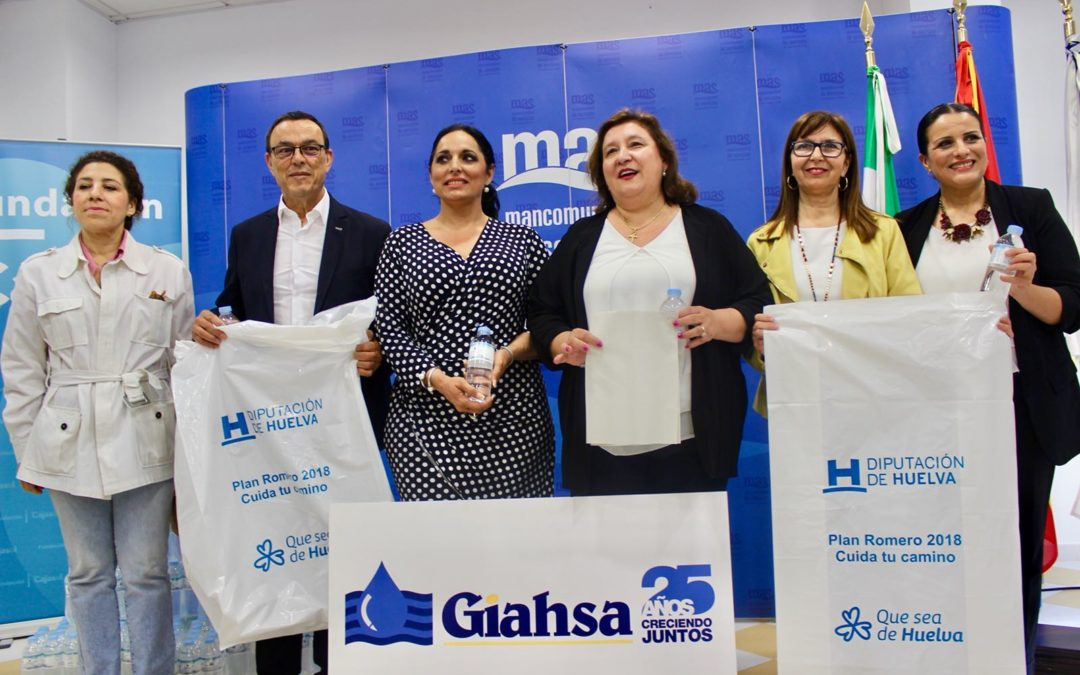 Las hermandades del Rocío reciben 30.000 botellas de agua de manos de Giahsa y Fundación Cajasol en Huelva