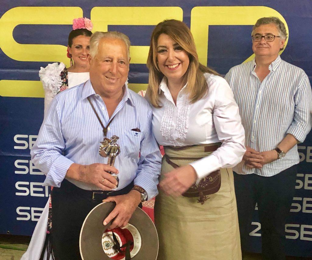 Susana Díaz entrega el Premio Tamborilero a la Hermandad del Rocío de Triana