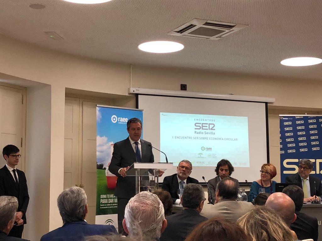 Clausura del I Encuentro sobre Economía Circular de Radio Sevilla a cargo de Juan Espadas