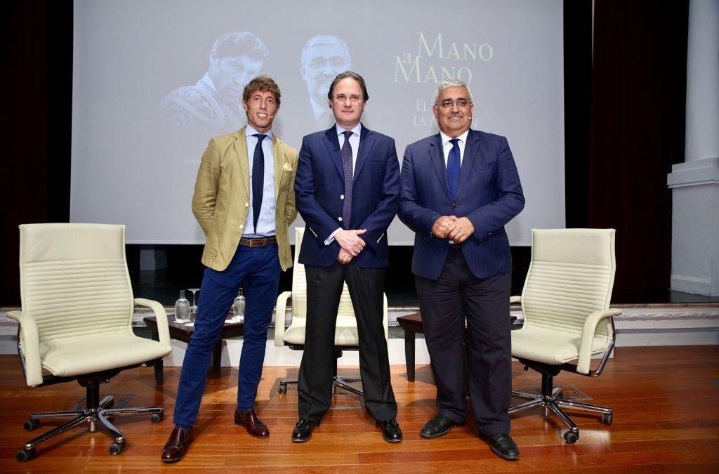 """Manuel Escribano y Antonio Ramírez de Arellano, Mano a Mano en la Fundación Cajasol: """"El mundo del toro es un gran activo de turismo y se sostiene con la participación del aficionado"""""""