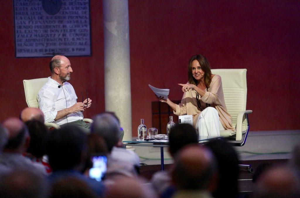 María Dueñas presenta su última novela, 'Las hijas del capitán', en Sevilla