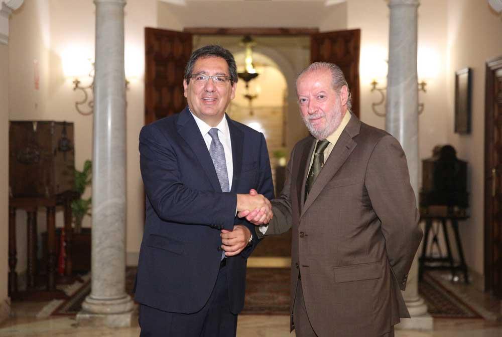 Fundación Cajasol y Diputación de Sevilla impulsan la contratación de 74 titulados y formación para 200 personas
