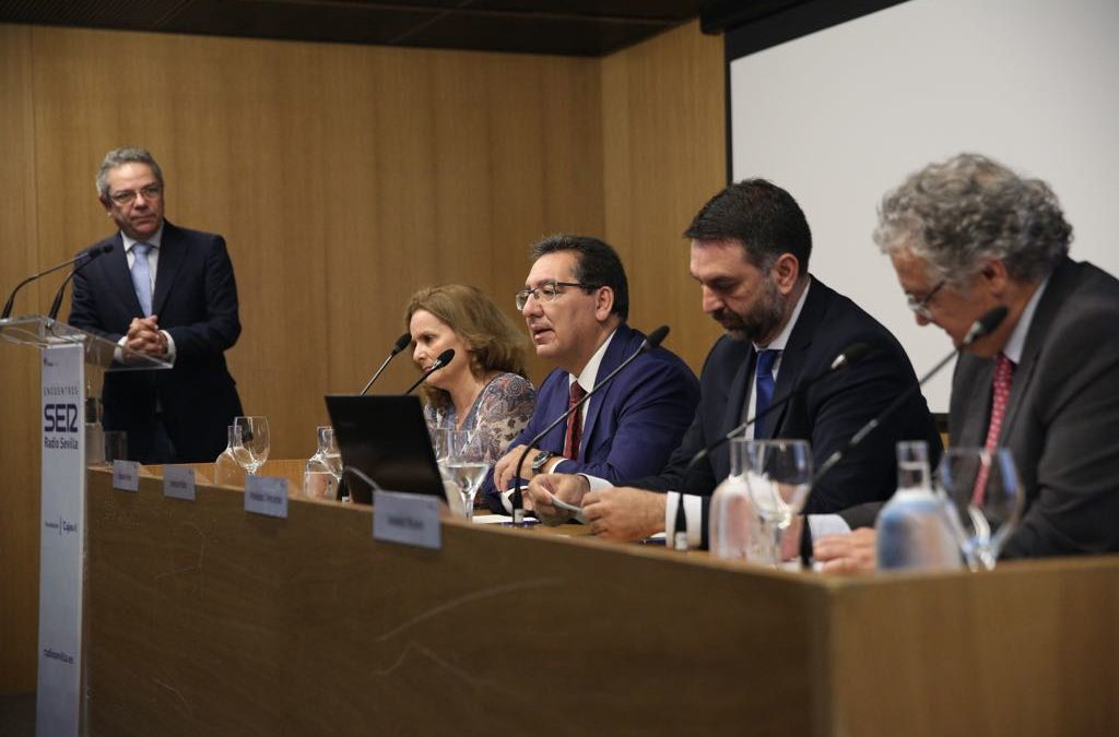 La 'problemática' de las viviendas turísticas en Andalucía, a debate en la Fundación Cajasol