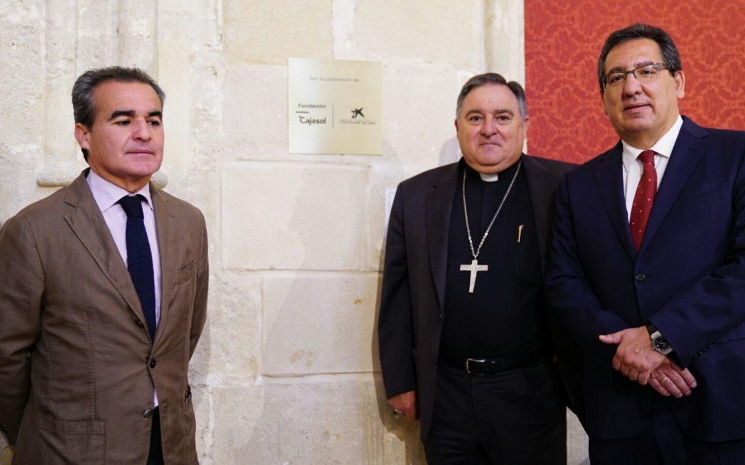 Visita institucional a la iglesia de Santiago en Jerez