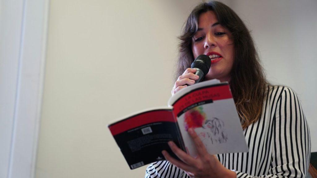 Victoria Ash, recitando en la Fundación Cajasol