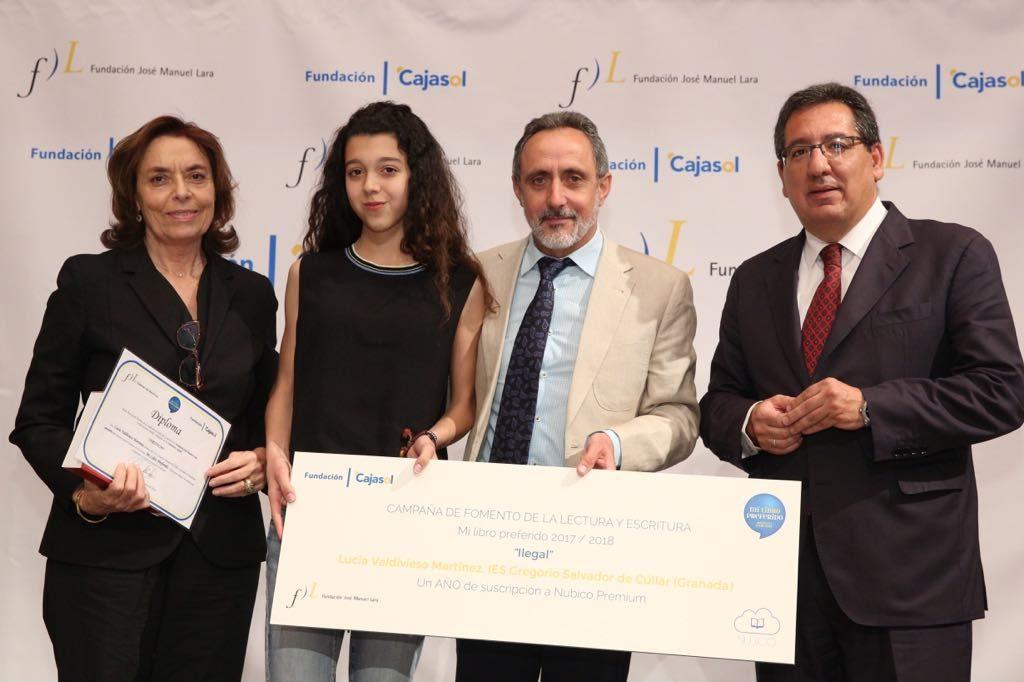 Lucía Valdivieso Martínez, ganadora del V concurso 'Mi libro preferido' en la provincia de Granada y al relato más original de Andalucía