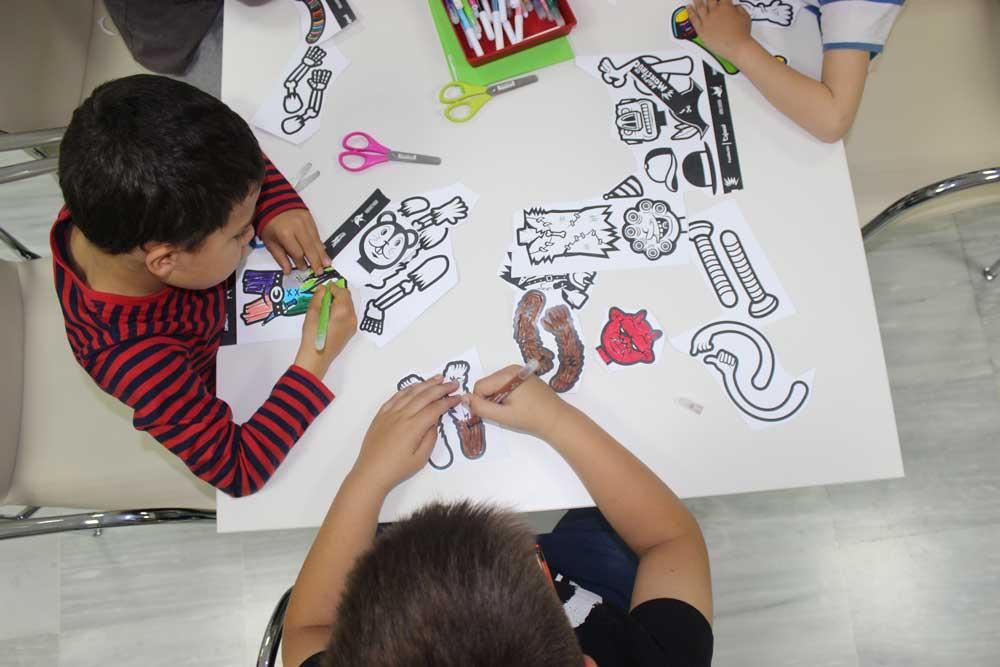 Más de 400 escolares participan en la campaña de animación lectora 'Adopta un monstruo' de la Fundación Cajasol en Huelva