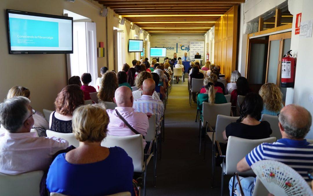 La fibromialgia, sus síntomas, diagnóstico y tratamiento, a debate en el Aula de Salud Asisa en Cádiz