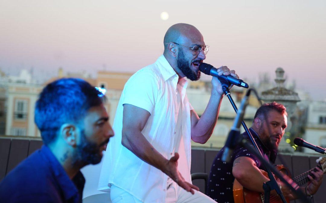 'Maíta Vende Cá' pone el colofón a un intenso mes de 'Noches en la Azotea' en Cádiz