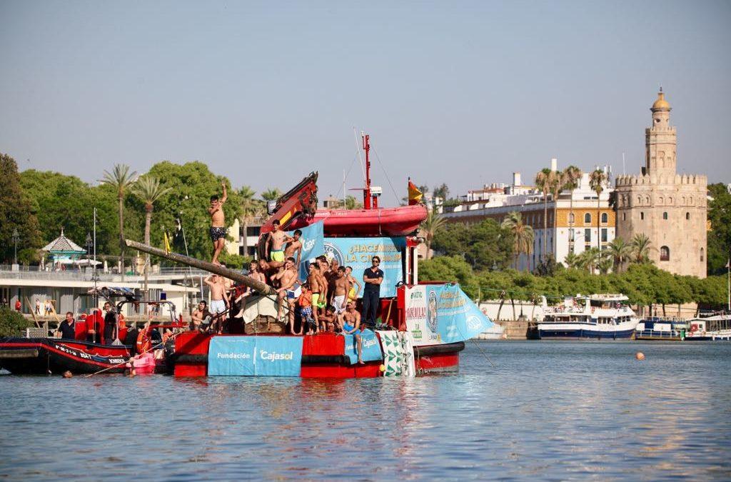 Velá de Santa Ana 2018: Espectaculares saltos en el tradicional concurso de la Cucaña