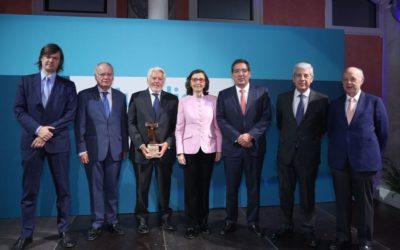 Entrega del X Premio Jurídico ABC a Francisco Ballester en la Fundación Cajasol