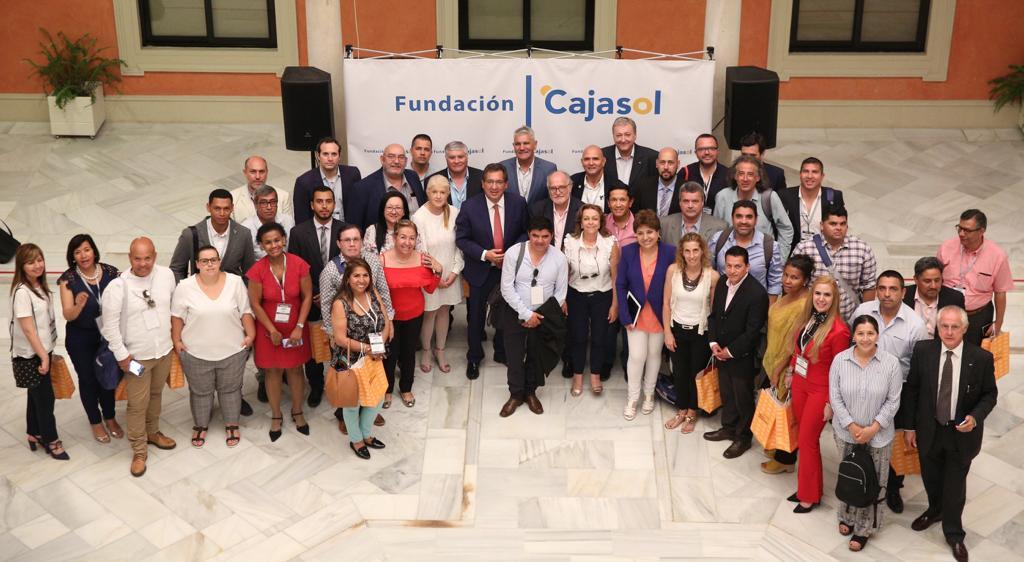 Una delegación de Unión Iberoamericana de Municipalistas visita la sede de la Fundación Cajasol en Sevilla