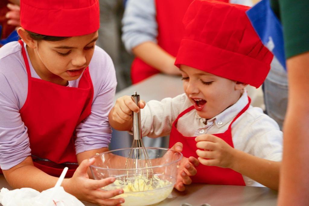 Taller de cocina 'galletas terroríficas' en la Fundación Cajasol