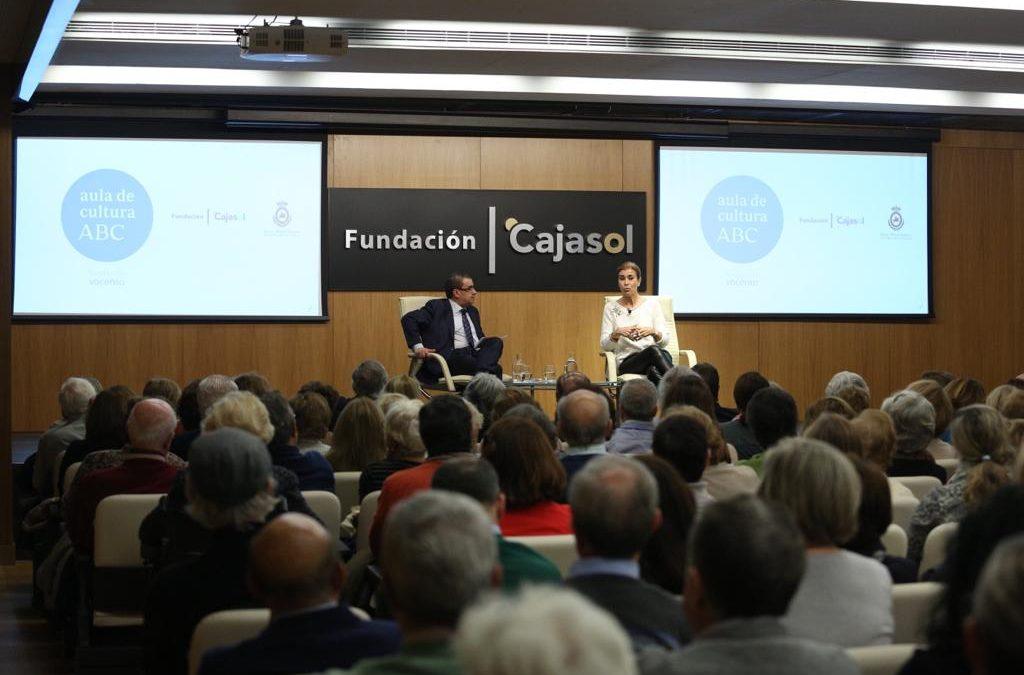 La escritora Carmen Posadas, protagonista en el Aula de Cultura de ABC de Sevilla con su obra 'La maestra de títeres'