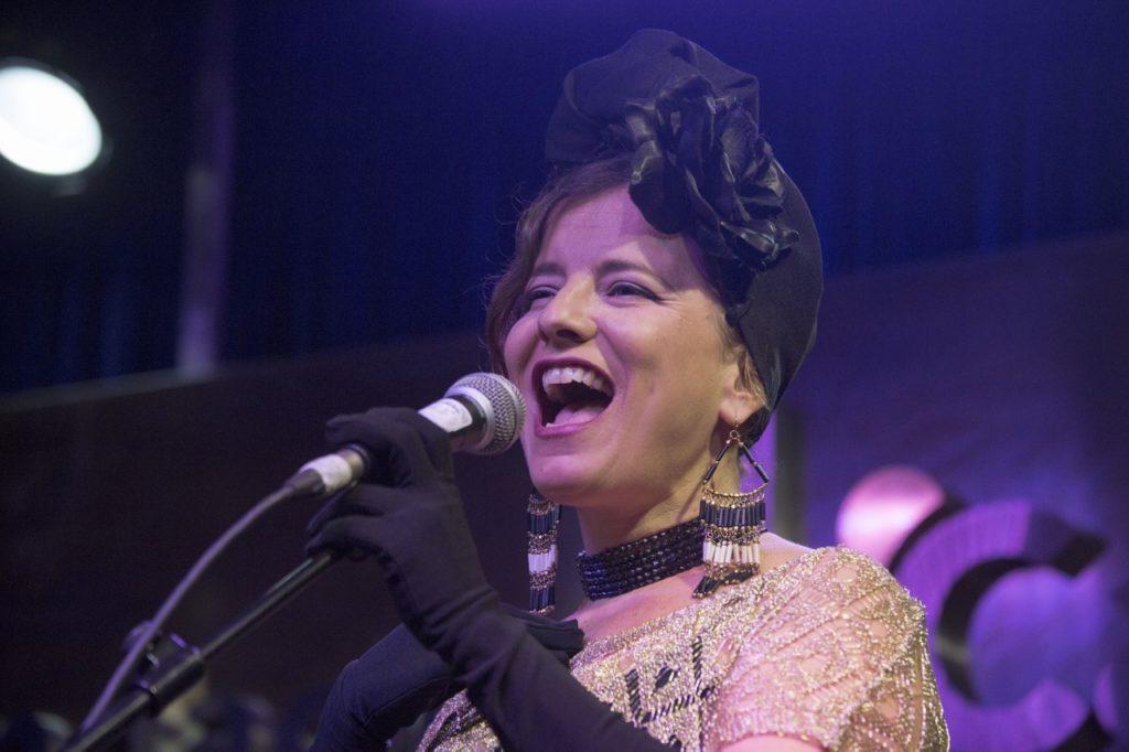 Amarela, durante su actuación en el II ciclo de Jazz en la Cuarta