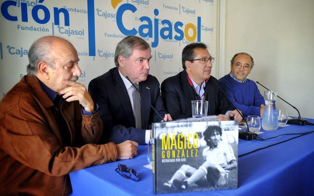 Presentación del libro 'Mágico González, retratado por Kiki' en la Fundación Cajasol