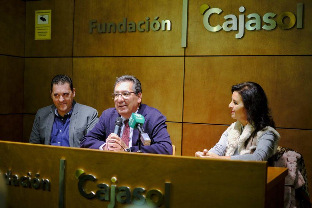 Antonio Pulido, junto a María José Santiago y Francisco Morales