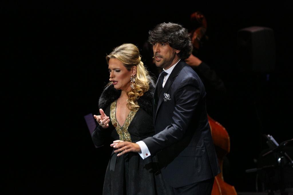 Manuel Lombo y Ainhoa Arteta en su actuación en el Cartuja Center de Sevilla