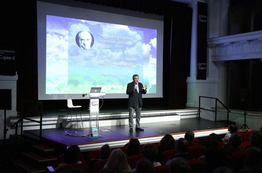 Alex Rovira adelanta 'El mundo que viene' en la Fundación Cajasol