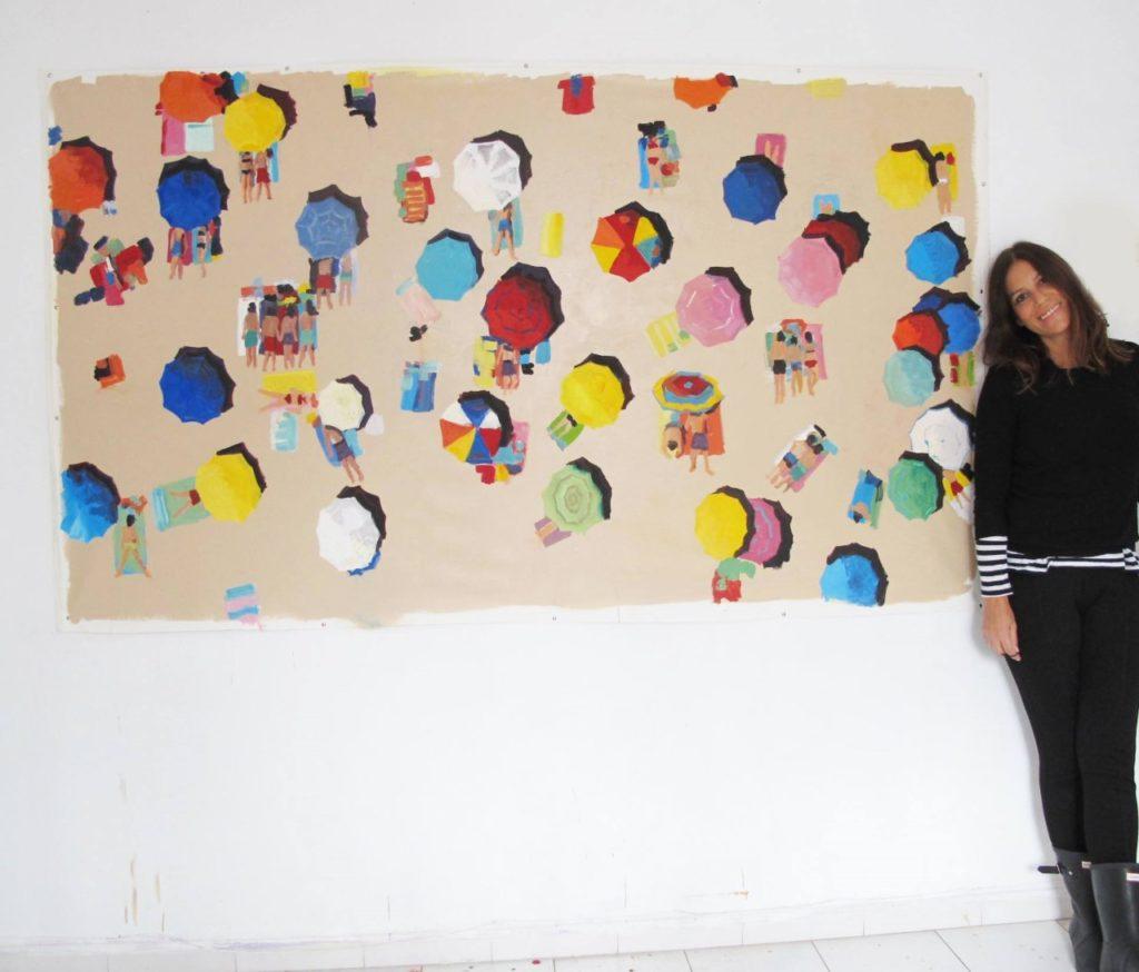 Cristina Vázquez con una de sus obras