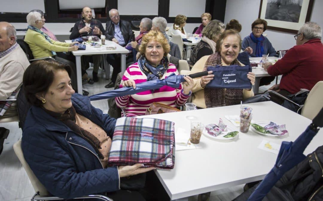 Entrañable jornada de convivencia celebrando las fiestas con nuestros mayores