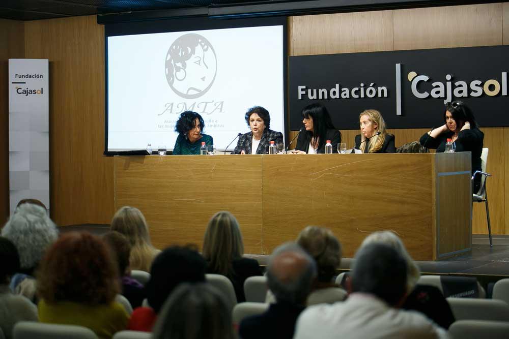 Presentación de la Asociación de Mujeres AMTA en Sevilla