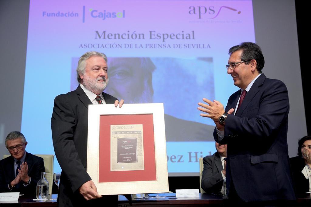 Mención especial de la APS para el docente Antonio López Hidalgo