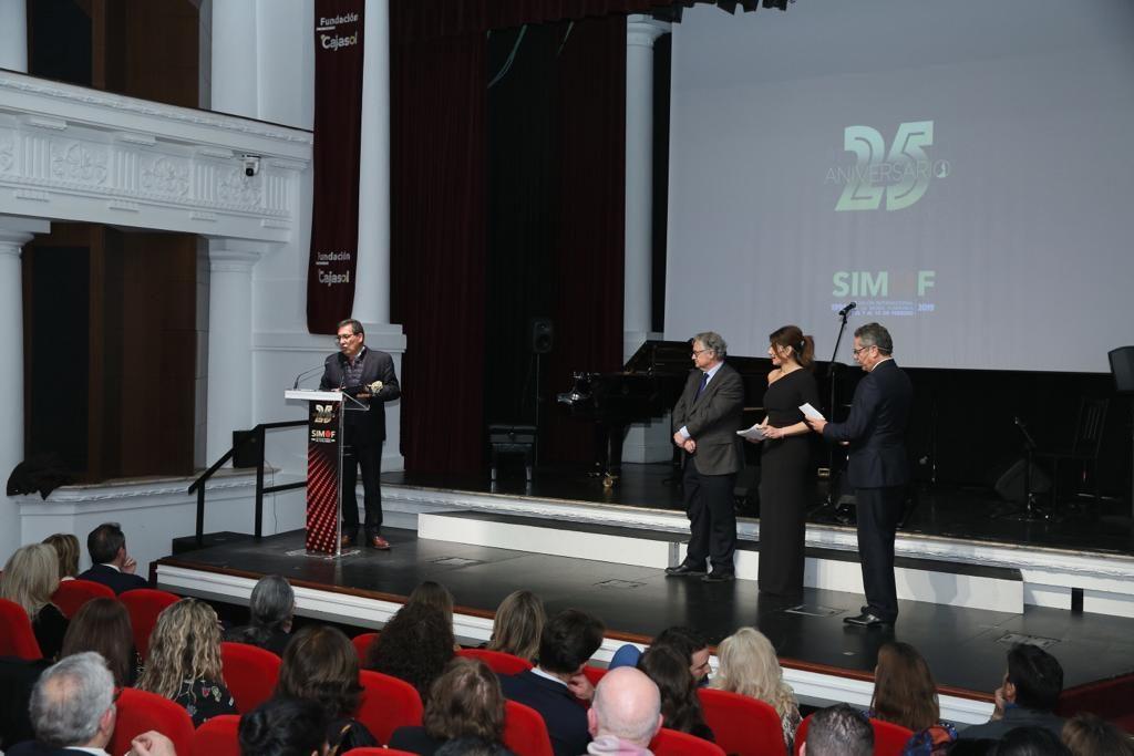 Antonio Pulido agradece el galardón a Raquel Revuelta y todo el equipo de Simof
