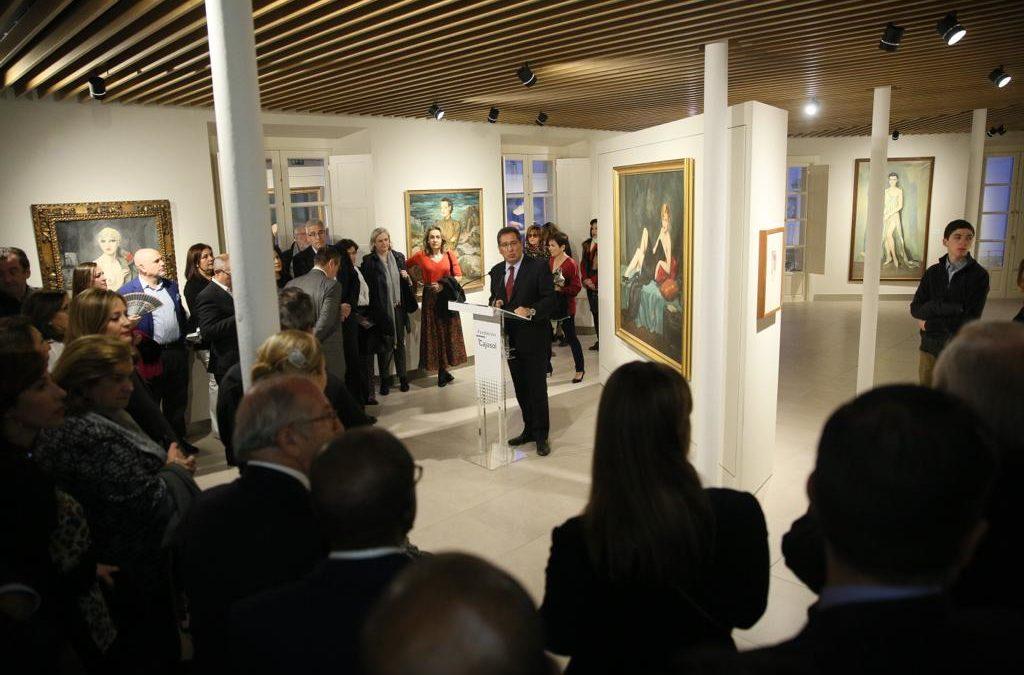 La Fundación Cajasol inaugura su nueva sala de exposiciones en Sevilla con una muestra de Enrique Ochoa sobre la mirada en la mujer