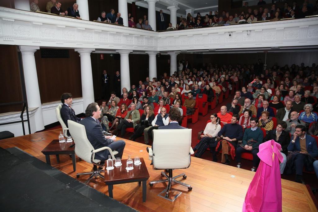 Sala llena para presenciar el Mano a Mano entre Finito de Córdoba y Manuel Lombo en Sevilla