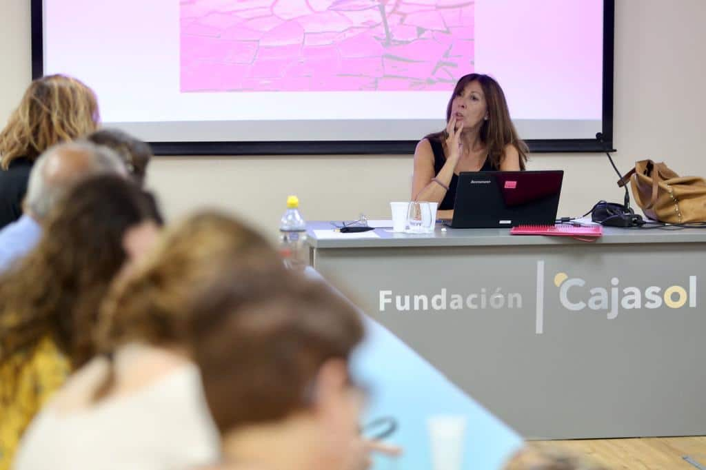 Claudia Capel imparte el taller 'Ars Poética' en la Fundación Cajasol