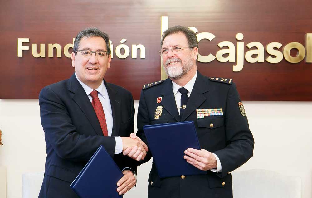 La Fundación Cajasol mantiene su compromiso con la Jefatura Superior Policía de Andalucía Occidental para desarrollar un programa de actividades socioculturales