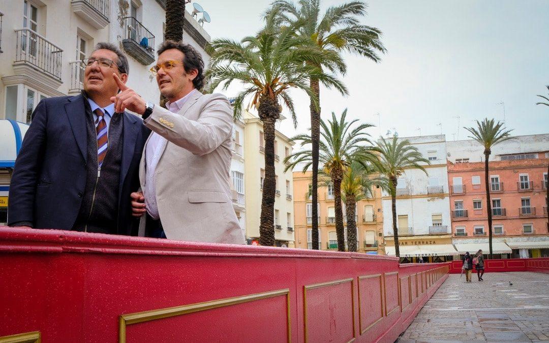 La Fundación Cajasol posibilita la instalación de los palcos en la plaza de San Juan de Dios y la restauración de las campanas de La Palma en Cádiz