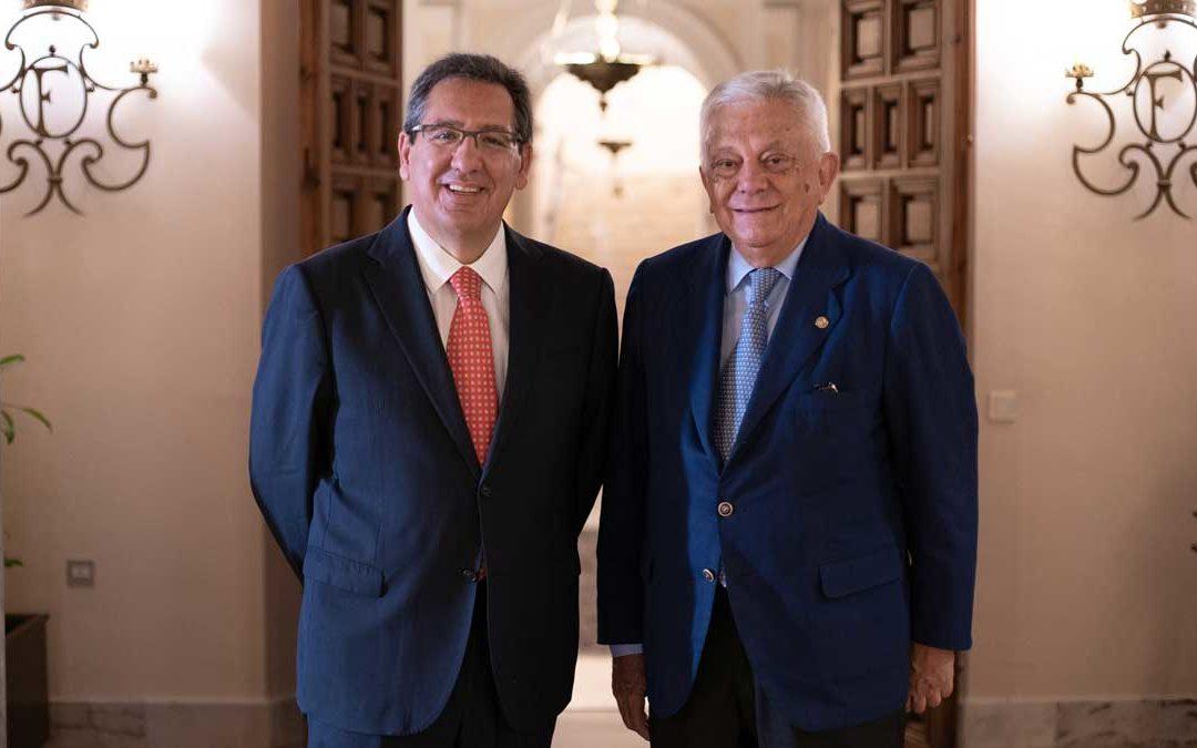 El Premio Iberoamericano Torre del Oro tendrá continuidad de la mano de la Fundación Cajasol y la Cámara de Comercio de Sevilla