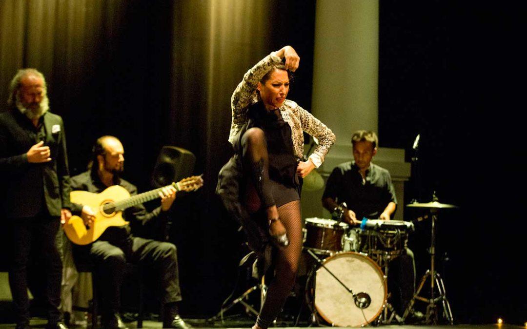 Ana Morales enciende la piel del público con 'Lo indefinido' en los Jueves Flamencos de la Fundación Cajasol