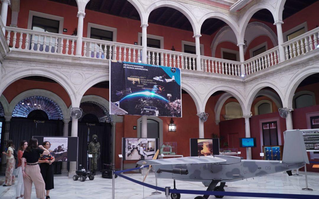 La Fundación Cajasol y el INTA conmemoran los 50 años de la llegada del hombre a la Luna con la exposición 'Casi un siglo mirando al espacio' en Sevilla