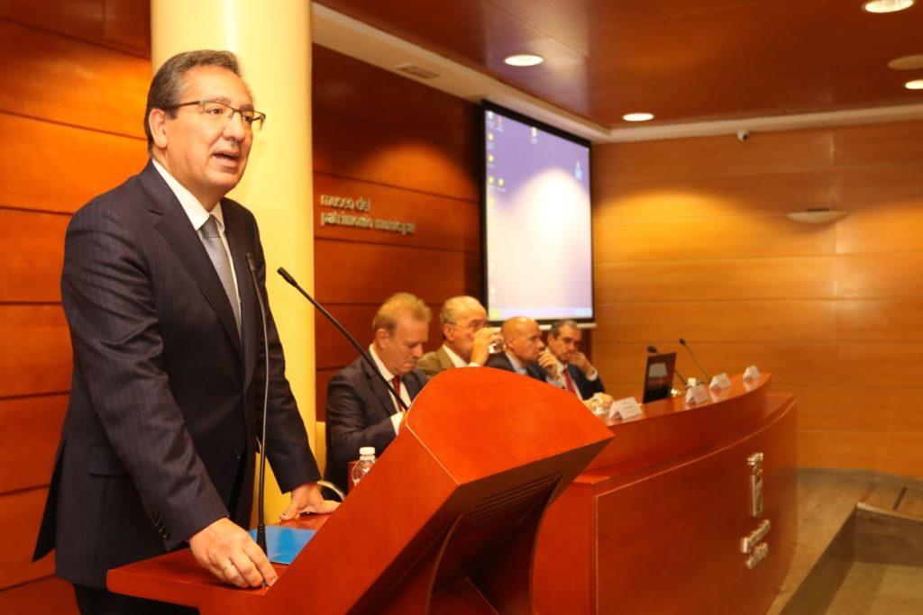 Antonio Pulido, presidente de la Fundación Cajasol, en la Inauguración del IV Congreso de Inteligencia Turística en Málaga