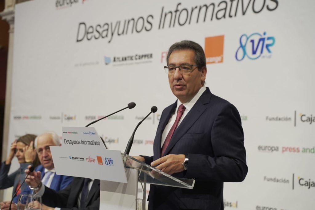 Antonio Pulido, presidente de la Fundación Cajasol, en el Desayuno Informativo de Europa Press con Susana Díaz